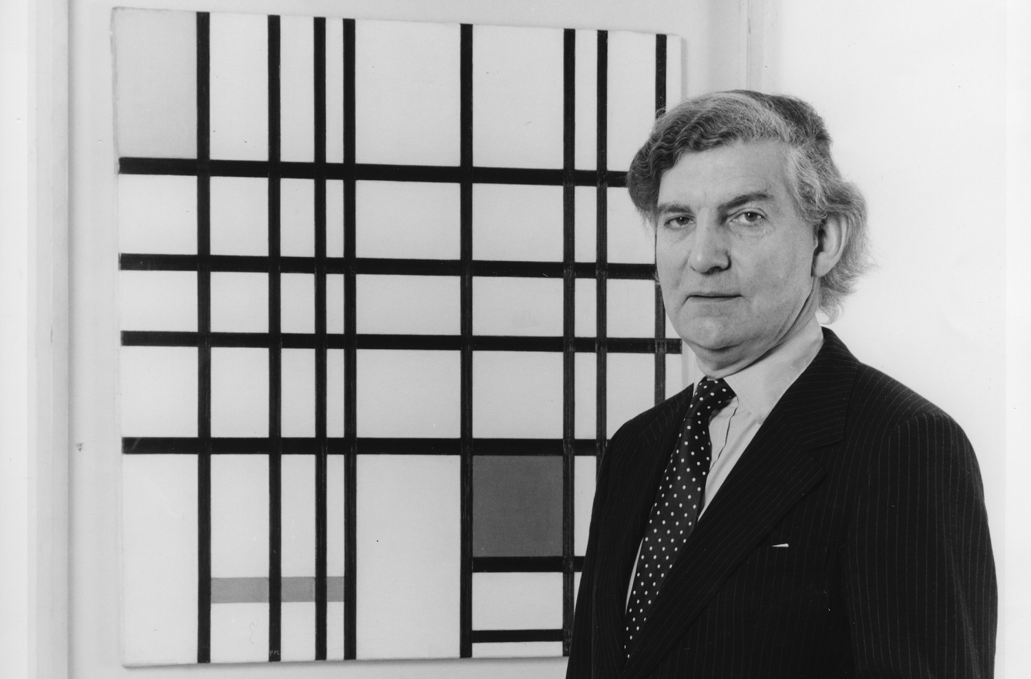 Sir Alan Bowness with Piet Mondrian's 'Composition with Yellow, Blue and Red' at Tate, 1980