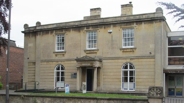 Apsley House, the current home of Swindon Museum and Art Gallery